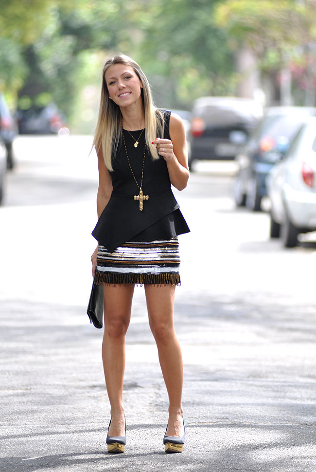 nati vozza - glam4you - balada - look - paete - preto e dourado - colar cruz - crucifixo - peplum - look do dia - blog