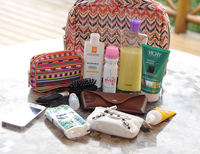 nati vozza - necessaire - glam4you - whats in your bag - insider - praia - beach