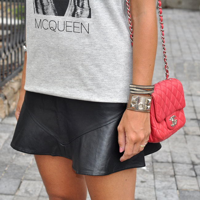 glam4you - nati vozza - look - saia - skirt - t shirt - boots - fringe - franjas - chanel - cool