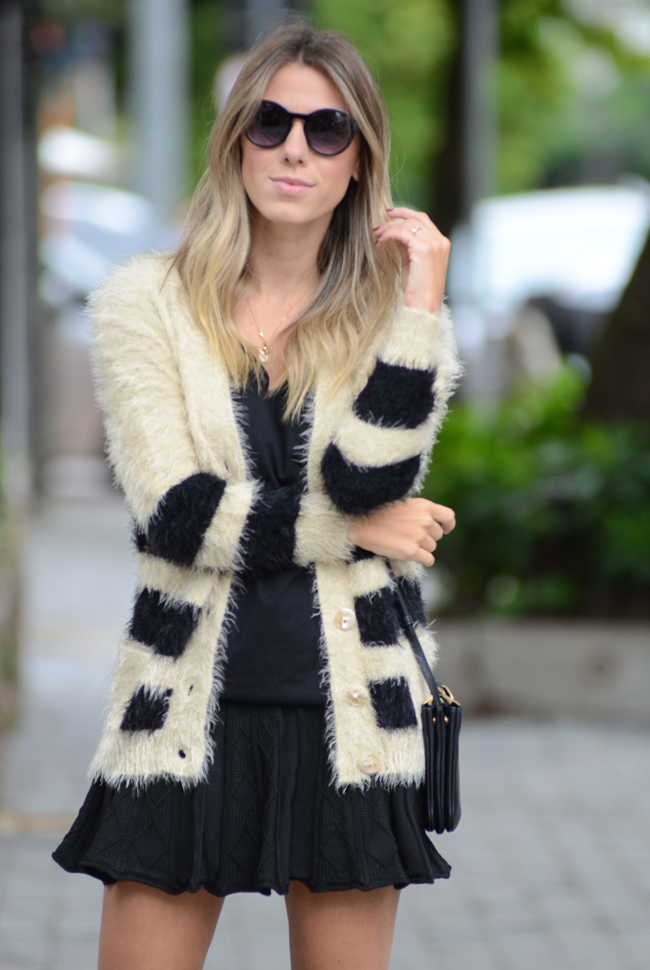 GLAM4YOU - Nati vozza - blog - look - cardigan - saia - coturno - bege e preto - oculos redondo - rounded -