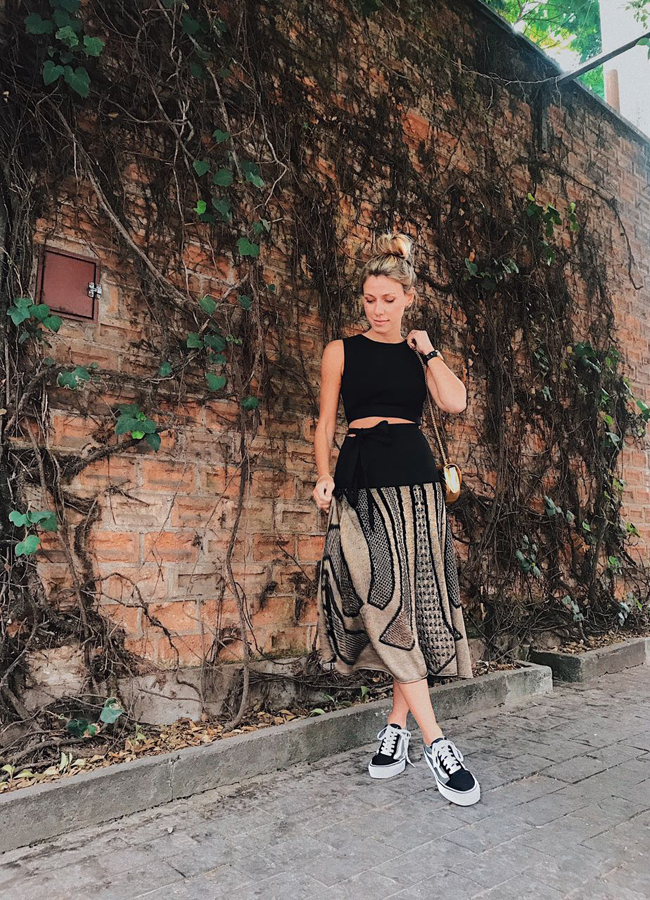 nati-vozza-look-cropped-e-saia-midi