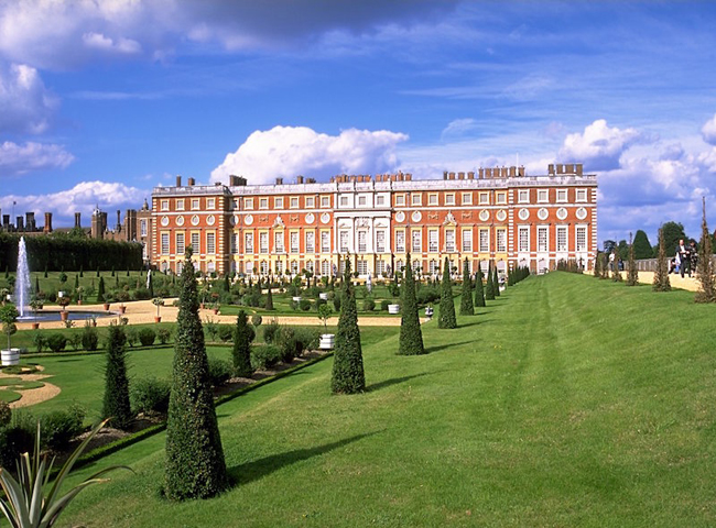 Hampton-Court-Palace-London
